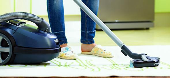 Πώς καθαρίζουμε και αποθηκεύουμε σωστά τα χαλιά;