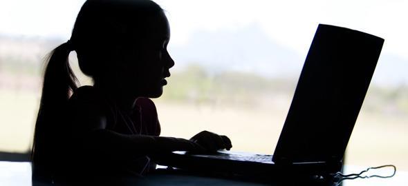 Οι κίνδυνοι του να ανεβάζετε φωτογραφίες των παιδιών σας στο Facebook