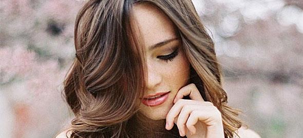 Πώς να κάνετε μόνες τα μαλλιά σας κυματιστά