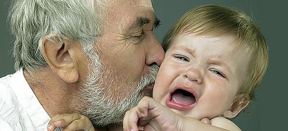 «Γιατί δεν αναγκάζω τα παιδιά μου να φιλάνε τους συγγενείς»