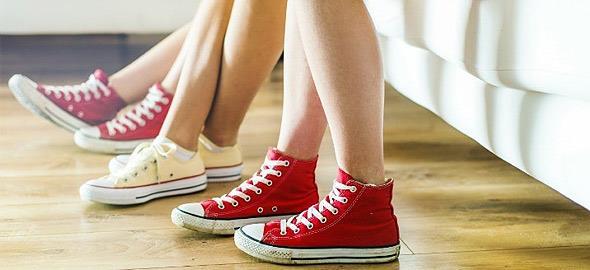 Γιατί πρέπει να βγάζετε πάντα τα παπούτσια όταν μπαίνετε σπίτι!