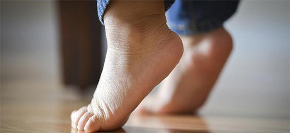 Όταν το παιδί περπατάει μόνο στις μύτες των ποδιών