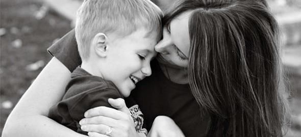 8 μαθήματα που κάθε αγόρι χρειάζεται να πάρει από τη μαμά του
