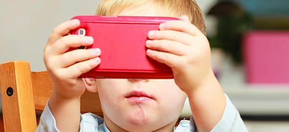 Πώς να βοηθήσετε το παιδί να «ξεκολλήσει» από την οθόνη