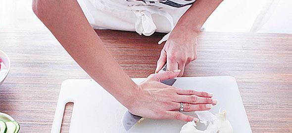 8 κόλπα που θα λύσουν τα χέρια κάθε μαγείρισσας