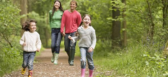 5 ανοιξιάτικες βόλτες που πρέπει να κάνετε με το παιδί