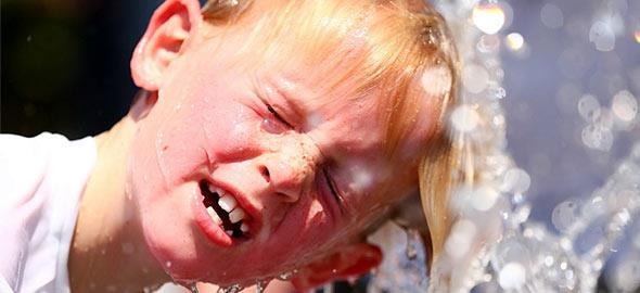Θερμοπληξία στα παιδιά: Τα SOS που κάθε γονιός πρέπει να ξέρει!