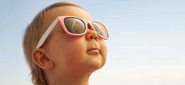 Πώς να προστατεύσετε αποτελεσματικά το παιδί από τον ήλιο