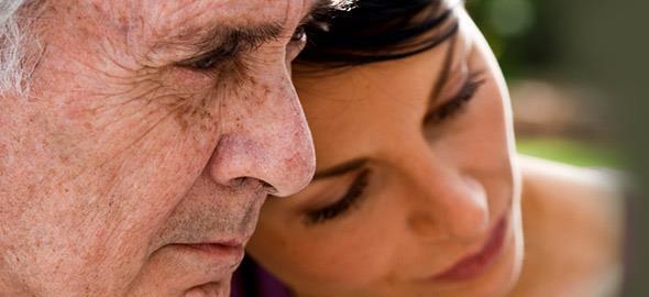 «Δεν προλαβαίνω να βρεθούμε» και 8 ακόμη φράσεις που πληγώνουν τους γονείς μας