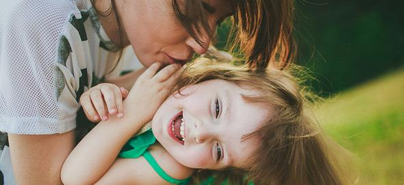 10 τρόποι για να πείτε «σ' αγαπώ» στο παιδί σας (χωρίς λόγια)