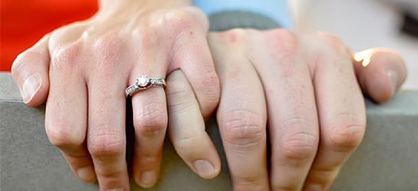 «Μην πέφτετε τσακωμένοι στο κρεβάτι» και άλλες 5 συμβουλές για έναν επιτυχημένο γάμο