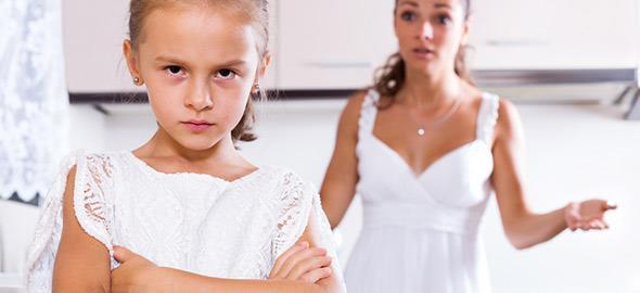 «Γιατί το λέω εγώ»: Γιατί πρέπει να σταματήσετε να λέτε αυτή τη φράση στο παιδί