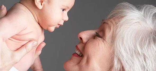 Η γιαγιά δεν τηρεί όσα της λέω όταν κρατάει το μωρό μου. Τι να κάνω;