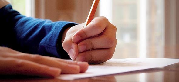 Κάνει ορνιθοσκαλίσματα; Πώς να βελτιώσετε τον γραφικό χαρακτήρα του παιδιού