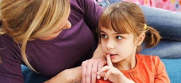Τι να απαντήσω στην κόρη μου όταν με ρωτάει γιατί ένας άντρας μοιάζει με γυναίκα;
