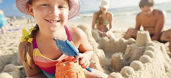 Πώς να χτίσετε τέλεια κάστρα στην άμμο με τα παιδιά