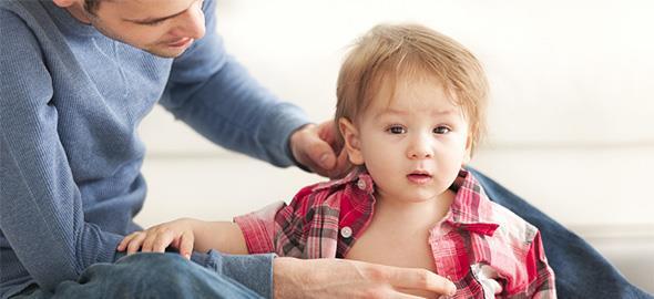 Για να ντύσω τον 10 μηνών γιο μου κάθε φορά παλεύουμε! Πώς θα το αντιμετωπίσω;