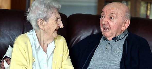 Μαμά ετών… 98 μετακομίζει στο γηροκομείο για να φροντίζει τον 80χρονο γιο της!