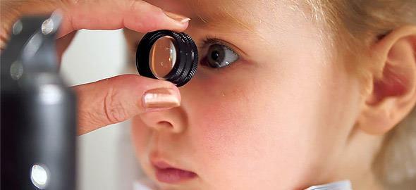 7 σημάδια που δείχνουν ότι πρέπει να πάτε το παιδί στον οφθαλμίατρο
