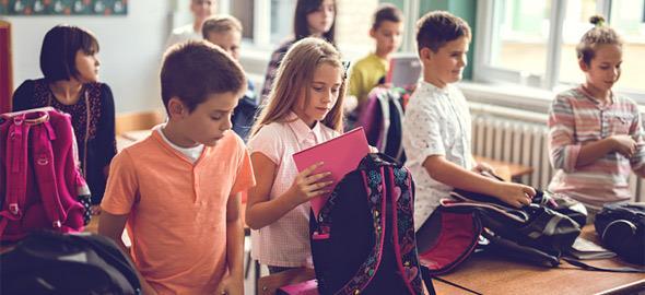 «Η τσάντα στο σχολείο»: Το καινοτόμο πρόγραμμα που θα εφαρμόζεται σε όλα τα Δημοτικά