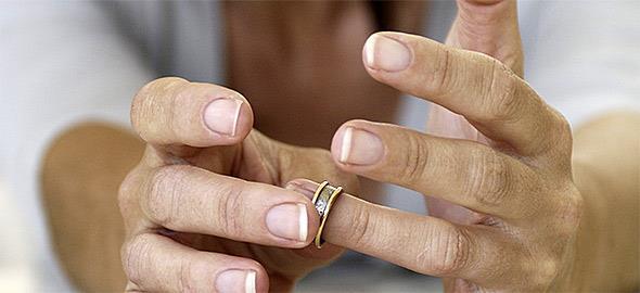 Δεν είμαι ευτυχισμένη στον γάμο μου, όμως δεν θέλω να χωρίσω λόγω του παιδιού. Είναι λάθος η απόφασή μου;