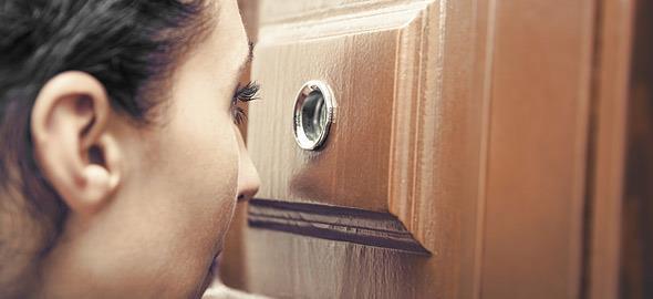 «Ναι, είμαι σπίτι αλλά δεν πρόκειται να σας ανοίξω την πόρτα»