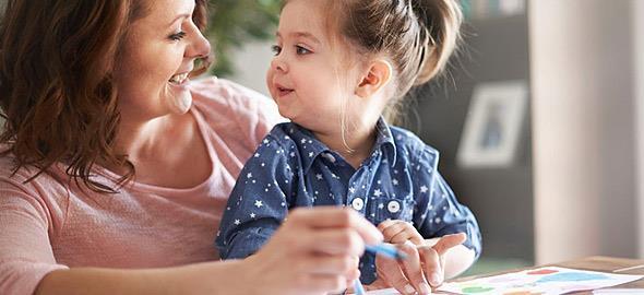 «Θετική ανατροφή»: 5 αρχές για να μεγαλώσετε ευτυχισμένα παιδιά