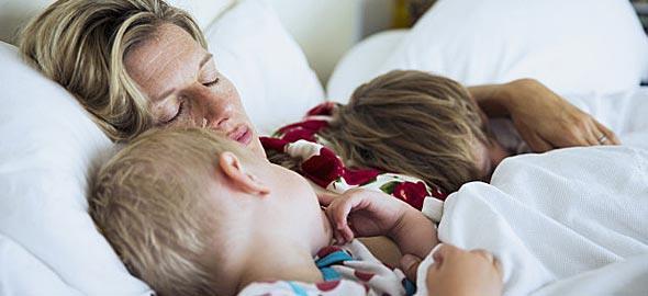 Πώς θα μάθουμε στα παιδιά μας να κοιμούνται μόνα τους;