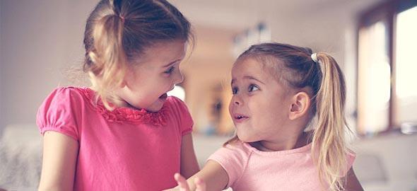 Η κόρη μου κάνει παρέα με ένα άλλο κοριτσάκι που της φέρεται άσχημα και την στενοχωρεί. Πώς μπορώ να τη βοηθήσω;