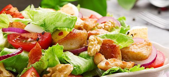 4 χορταστικές σαλάτες σε ρόλο... κυρίως γεύματος!