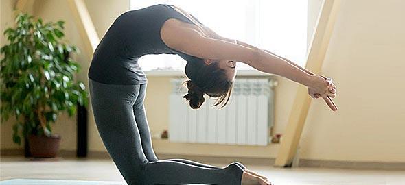 7 ασκήσεις γιόγκα για να ενεργοποιήσετε τα τσάκρα σας