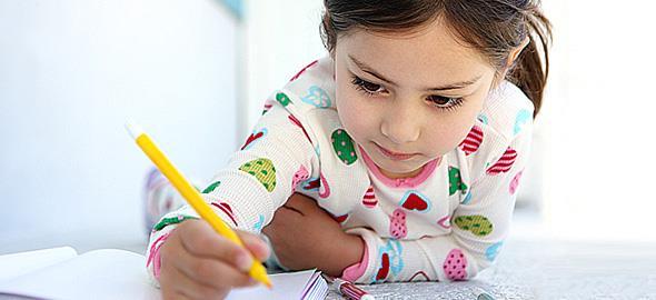 Πώς να μάθει το παιδί να γράφει το όνομά του
