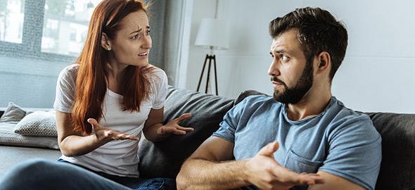 Ο άντρας μου θέλει να περνάμε πολύ χρόνο με την οικογένειά του αλλά εγώ όχι. Τι να κάνω;
