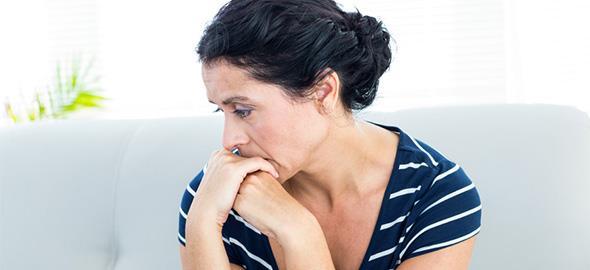Ο σύζυγός μου δεν με αφήνει να εργαστώ και αυτό με πνίγει. Τι με συμβουλεύετε να κάνω;
