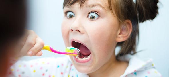 Πώς να κάνετε το βούρτσισμα των δοντιών διασκεδαστικό για τα παιδιά