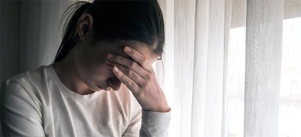 Ο άντρας μου ασκεί σωματική και λεκτική βία μπροστά στο παιδί αλλά δεν μπορώ να τον χωρίσω. Τι να κάνω;