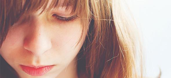Εφηβεία: Τα λάθη που κάνουν οι γονείς και τα κορίτσια χάνουν την αυτοπεποίθησή τους
