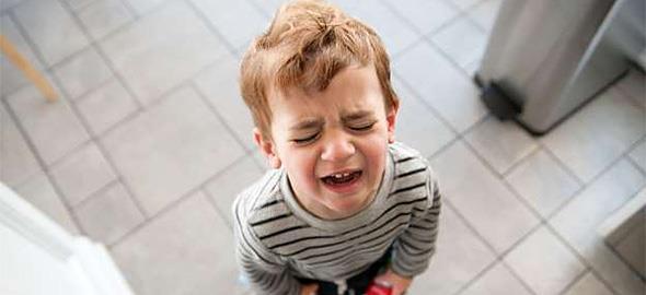 Ο 3χρονος γιος μου βγάζει πολύ θυμό και άρνηση συνεχώς. Τι μπορώ να κάνω;
