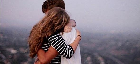 Είδαν την 12χρονη κόρη μου να φιλιέται με ένα αγόρι. Πώς να το διαχειριστώ;