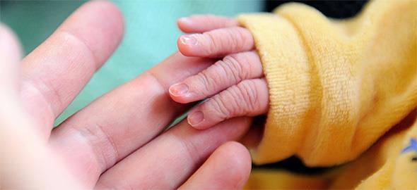 Υπάρχει τεστ πατρότητας που γίνεται μόνο με τη λήψη αίματος;
