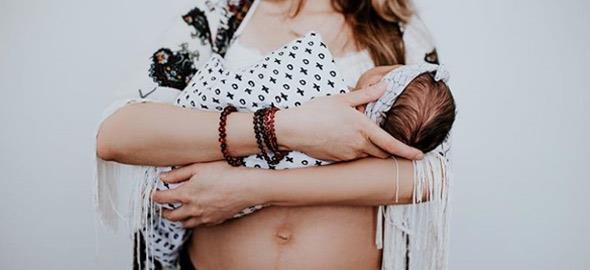 Η ομορφιά της μητρότητας μετά τον τοκετό