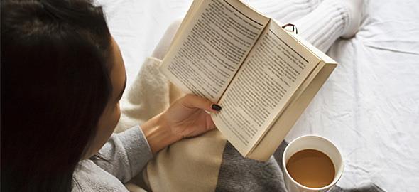 Ο χρόνος που αφιερώνουμε στα social media ισοδυναμεί με το να διαβάζαμε 290 βιβλία