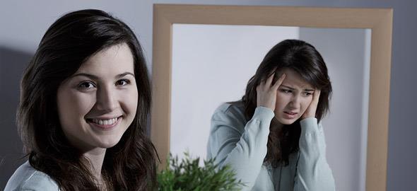 «Xαμογελαστή κατάθλιψη»: Όταν πίσω από ένα χαμόγελο κρύβεται η θλίψη