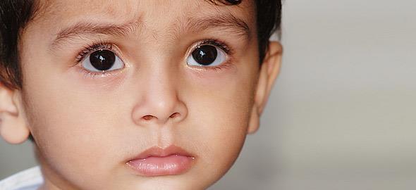 Oι φράσεις που λέμε ασυνείδητα και πληγώνουν τα παιδιά
