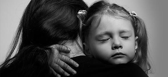 «Μαμά φοβάμαι ότι θα μας συμβεί κάτι κακό»: Πώς αντιμετώπισα τη μεγαλύτερη φοβία της κόρης μου
