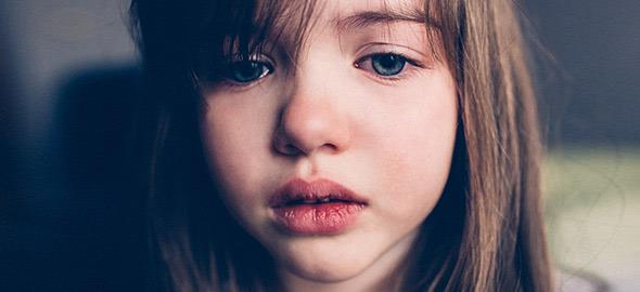 H κόρη μου είναι 8 χρονών και δεν θέλει να πάει τουαλέτα με αποτέλεσμα να λερώνεται το εσώρουχό της. Τι να κάνω;