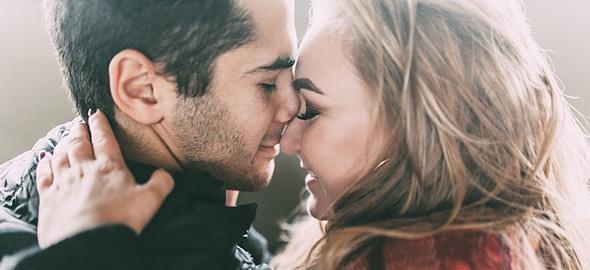 Τι είναι η συναισθηματική οικειότητα και γιατί είναι τόσο σημαντική για έναν πετυχημένο γάμο