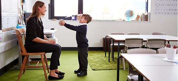 Συμβολικά δωράκια για τη δασκάλα του παιδιού
