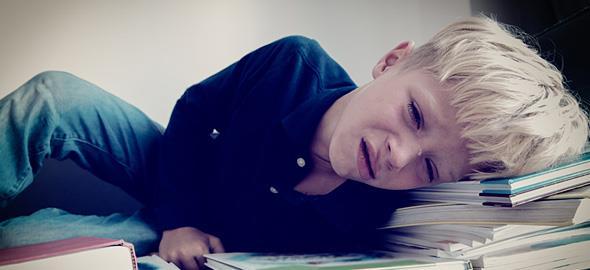 Ο γιος μου κλαίει όταν δεν τα καταφέρνει στο διάβασμα και θυμώνει με τις παρατηρήσεις