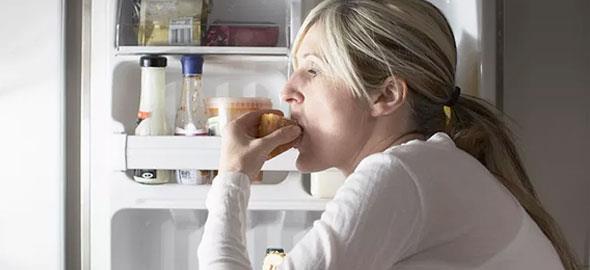 Oι λόγοι που τρώμε ενώ στην πραγματικότητα δεν πεινάμε
